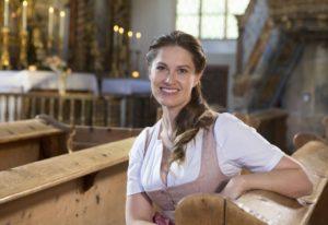 Moderatorin Conny Bürgler in der Kirche St. Leonhard, Lungau,Tamsweg,