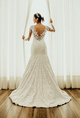 Rückenfreies Brautkleid mit Spitze
