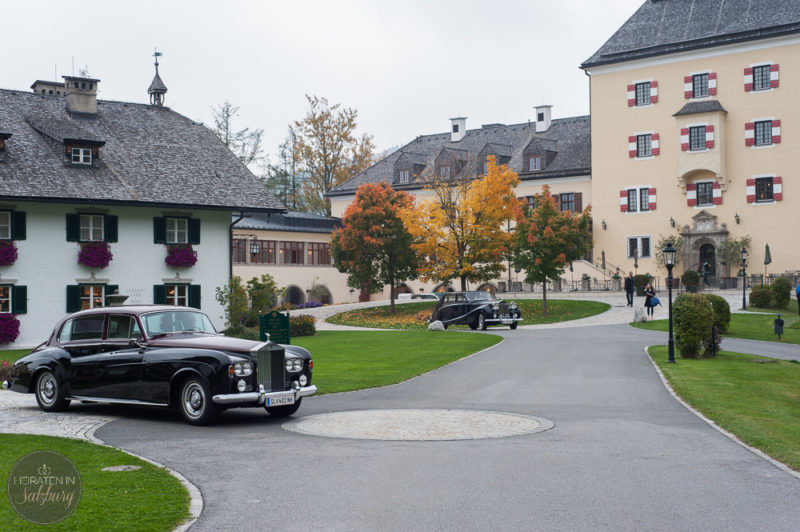 Oldtimer vor dem Schloss Hotel Fuschl