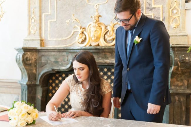Unterschrift der Braut im Standesamt
