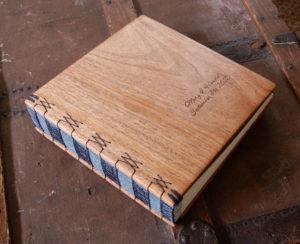 Fotoalbum mit Holz-Einband