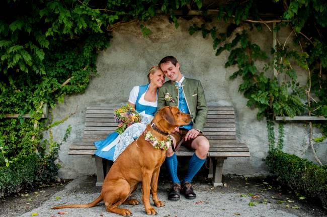 Trachtenhochzeit im Schloss Mirabell m. Hund