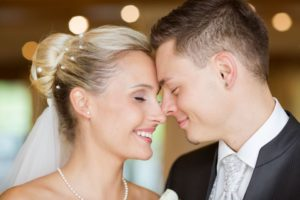 Glückliches & frohes Brautpaar