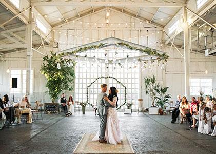 Hochzeitszeremonie in der Location feiern