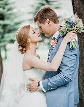 Hochzeitsanzug in hellem Blau