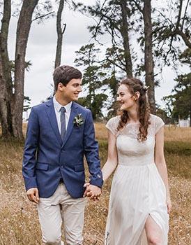 Zweifarbiger Hochzeitsanzug in blau und beige