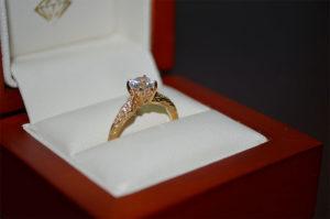 Der Verlobungsring für den Heiratsantrag